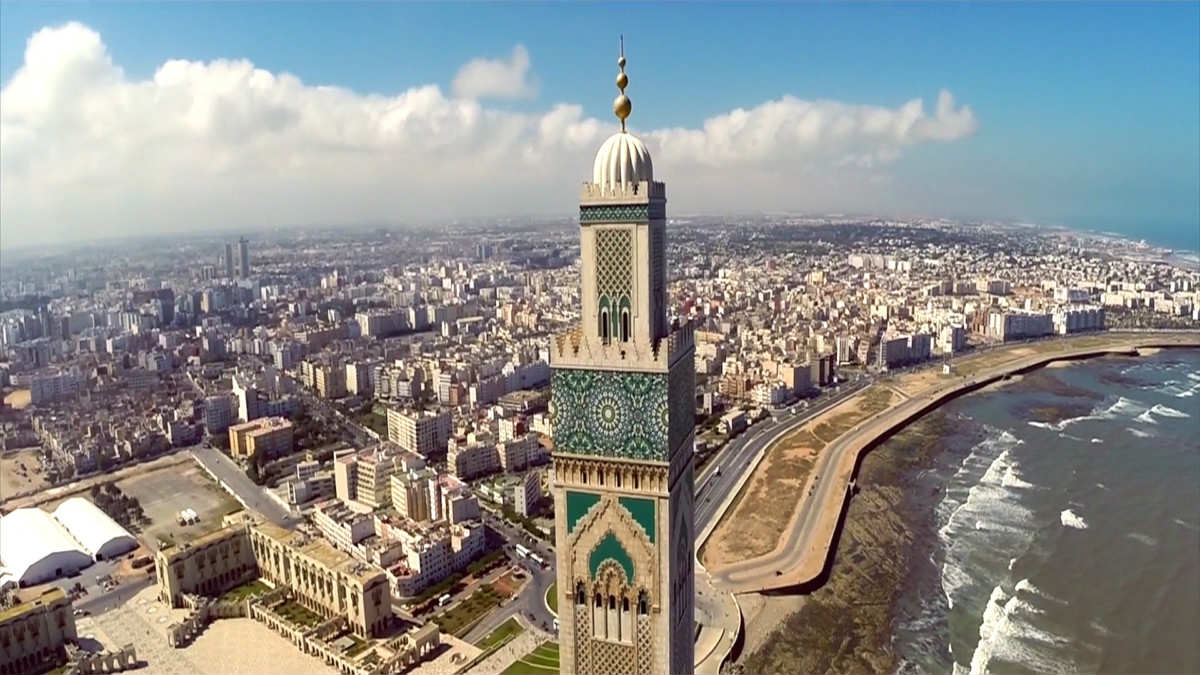 2° giorno: Prima colazione in hotel e visita panoramica con la guida di Casablanca.