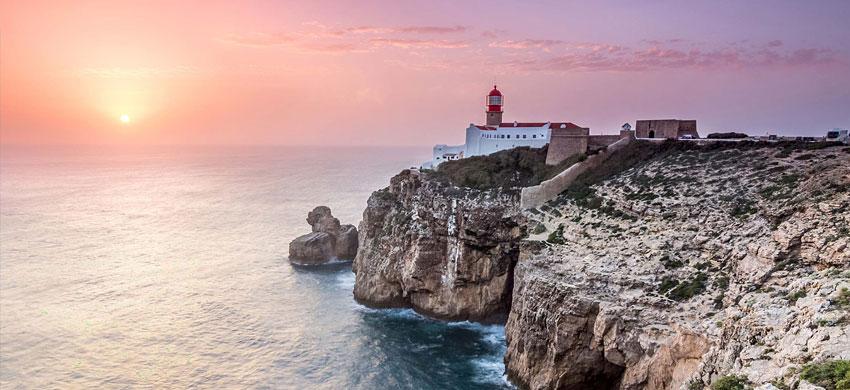 8° giorno: Colazione in hotel. incontro con la guida ed escursione nell'Algarve occidentale della regione