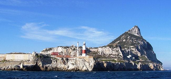 12° giorno: Colazione in hotel. Trasferimento in pullman a Gibilterra.